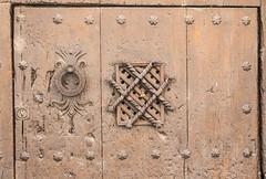Detalle de puerta en Albarracn, Teruel  //  Door detail in Albarracin, Teruel (Miguel Lpez Soler - E.) Tags: detalle puerta albarracn teruel espaa miguellpezsolere detail door spain madera antiguo wood ancient
