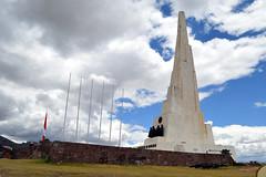 Pampa de Quinua - Obelisco (dobleuv) Tags: obelisco quinua ayacucho per monumento bandera pampa