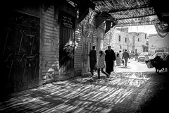 light and shadow (krøllx) Tags: africa bw marokko marrakech sh blackandwhite city light menneske monochrome morocco people souk street streetphotography streetphoto dsc00661201602281
