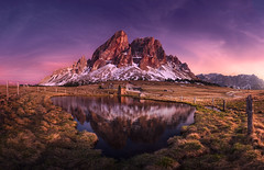 Sass de Putia (@hipydeus) Tags: sunset mountain lake reflections spring dolomites alpenglow dolomiten peitlerkofel