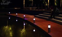 tranquilidad (juditfoto) Tags: parque calle agua darkness solo soledad chico hombre escaleras tranquilidad
