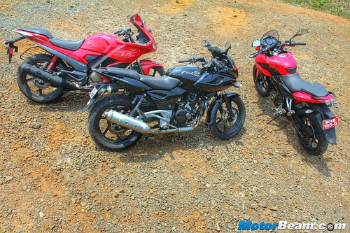 Pulsar-220-vs-Pulsar-AS-200-vs-Hero-Karizma-08