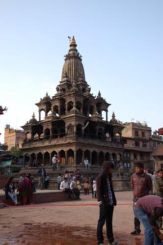 "d13 Bhaktapur, PAtan (40) <a style=""margin-left:10px; font-size:0.8em;"" href=""http://www.flickr.com/photos/125852101@N02/17874490901/"" target=""_blank"">@flickr</a>"