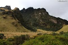 Cerro Negro o Yanaurcu - Mojanda (Chelo) Tags: naturaleza nature canon eos rebel ecuador paisaje panoramica 1855mm frio belleza vulcano paramo volcan mojanda imbabura relajacin cerronegro pajonal t2i