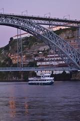 (Aqu y ahora.) Tags: oporto porto travel viaje summer verano lake rio duero boat barco light
