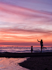 Fannie Bay Family Time (Kristin Repsher) Tags: sunset people nikon nt australia darwin d750 throwing northernterritory topend fanniebay darwinskiclub