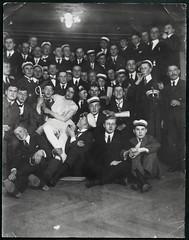 "Archiv G341 ""Schlukneipe Oberprima 1922"" (Hans-Michael Tappen) Tags: 1920s student 1922 studenten mensur schmiss 1920er schlagendeverbindung schlagend oberprima archivhansmichaeltappen schlusskneipe"