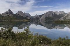 Mountain mirror (SoniaPerea) Tags: blue naturaleza mountain lake reflection nature azul clouds landscape lago mirror paisaje nubes reflejo montaa tranquilidad riao yordas