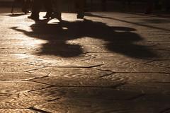 LVM Sombras (Nathalie Le Bris) Tags: barcelona sunset shadow sol backlight contraluz children atardecer ground sombra nios ombre enfants contrejour coucherdesoleil suelo passeigdegracia