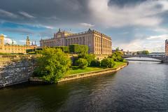 Riksdagshuset (johanbe) Tags: stockholm riksdagshuset huvudstad city centrum byggnad building stad sky himmel cloud moln bridge bro water vatten nikon d7200 tokina