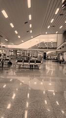 Espera... (luyunes) Tags: riodejaneiro aeroporto viagem espera embarque aeroportosantosdumont motomaxx luciayunes
