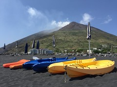 """Iddu..."" (iremagi) Tags: sea sky black beach mare cielo nero spiaggia vulcano eolie stromboli marcogiunta"