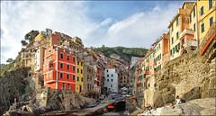 Riomaggiore    (Explore) (Bert Kaufmann) Tags: riomaggiore cinqueterre italia italy itali italien village dorp nationalpark laspezia liguria colours colors kleuren kleur