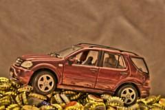 Mercedes M-Klasse (1:18) (Gnter Hentschel) Tags: deutschland germany germania alemania allemagne europa nrw nikon nikond5500 d5500 mercedes mklasse bierstpsel bierdeckel 118 modellauto modellcar modell indoor hentschel gnter flickr guenter rot