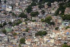 Das etwas andere Wohnen am Hang .... (Feinblick) Tags: brasilien favela favelarocinha rio riodejaneiro rocinha