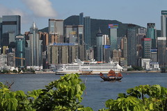 Hong Kong_IMG_0517 (Hlne (HLB)) Tags: jonque bateau boat schiff asia asie hk hongkong hong kong port harbour wasser eau water building immeuble moderne ancien old modern architecture hafen ville city stadt skyline