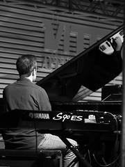 Concerto Roberto Gatto_017_7518 (Dubliner_900) Tags: olympus paolochiaromonte omdem5markii mzuikodigitaled75mm118 micro43 roma rome lazio alfonsosantimone riflessi reflections piano bw biancoenero monochrome