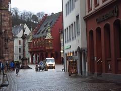 in the streets of Freiburg (10) (BZK2011) Tags: canon powershot s120 freiburgimbreisgau freiburg mnster mnsterplatz kopfsteinpflaster cobblestones kompaktkamera cathedral historischeskaufhaus commerzbank fusgngerzone pedestrianarea