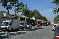 CALLES DE LA ZONA FRANCA (Manel Armengol C.) Tags: zonafranca industria comercio comer camiones camions camionetas chiminea xemeneia adoquinado adoquines adoquinat barcelona catalunya catalonia catalua 90s espaa spain westerneurope southerneurope furgos furgonetas furgoneta carrerdelcinsell barcelonacatalunya