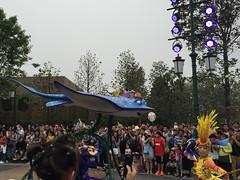Finding Nemo section (coconut wireless) Tags: china asia nemo shanghai disneyland disney parade entertainment amusementpark pudong themepark findingnemo sdp 2016 sdl treasurecove mrrey shdl shanghaidisneyland asia2016 mickeysstoryookexpress shdlp