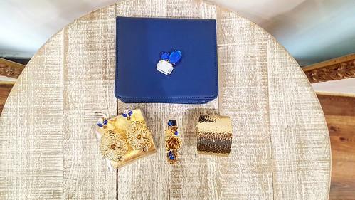 Blu & gold #stileitaliano #chic #jewelsbag #leather #orecchini #bracelets #armparty #younique #accessori #personalizzati #Jewels #instagood #instagramers #TagsForLikes #showroom #aversa #store #designers #like4like #friends #instamood #collezione #gold #b