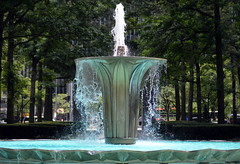 Gateway Center Fountain, Pittsburgh, July 2016 (evz922) Tags: gateway center park fountain downtown pittsburgh urban water feature