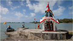 Hinduism shrine (:: Blende 22 ::) Tags: maskarenen anselaraie shrine hinduism clouds blue sky blauerhimmel bluesky color colorful water beach mauritius indian ocean indianocean sun sonne indischerozean insel island canoneos5dmarkii ef2470f28liiusm
