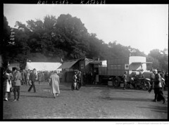 1915. A Bagatelle, bndiction d'un convoi d'autos ambulances russes, 5-9-15 [promeneurs] (foot-passenger) Tags: bibliothquenationaledefrance bnf gallica oldphoto 1915 ambulance france wwi worldwari