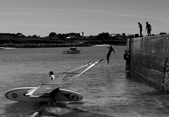 Summer in Portsall Brittany (patrick_milan) Tags: sea summer people blackandwhite bw mer white black game water monochrome plongeon boat jump brittany eau noir ship noiretblanc nb sail t dip blanc gens windsurf portsall