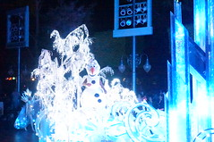 """Olaf in Paint the Night • <a style=""""font-size:0.8em;"""" href=""""http://www.flickr.com/photos/28558260@N04/28341870693/"""" target=""""_blank"""">View on Flickr</a>"""