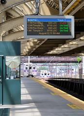 Two SEPTA trains arrive at Thirtieth Street (CPShips) Tags: septa foxchaseline warminsterline ge silverliner philadelphia