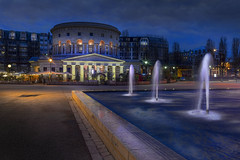 Paris, La Rotonde (Luc Mercelis) Tags: city blue light paris france water fountain night nightshot nightscene bluehour lightroom traillights cityoflight snapseed sonyslt77v minolltaprimelens20mm