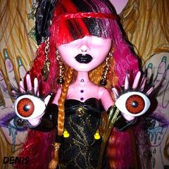 Hend Eyes (mon monde a moi il n'y aurait que des divagations) Tags: eyes doll barbie yeux vue mattel magie poupe hend dollcustom voire monsterhigh monsterhighcustom poupecustom eyeshend hendeyes
