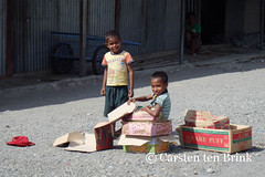In Liqui market - boxes are the best (10b travelling) Tags: boy people playing portugal boys children indonesia island coast asia asien southeastasia child play olympus cardboard coastal boxes asie southeast timor indonesie colony indonesien easttimor dili timorleste timorese 2013 peopleset tenbrink carstentenbrink liqui maubere iptcbasic 10btravelling
