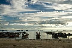 TALING NGAM     Koh Samui, Thailand (ernesto teruya) Tags: clouds sky boat fishingboat kohsamui thailand