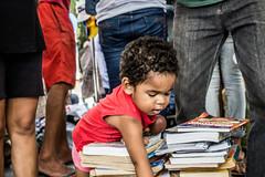 O menino (naluleite) Tags: livro book menino boy 446ththestreetstore street gente streetstore sergipe aracaju brasil brazil