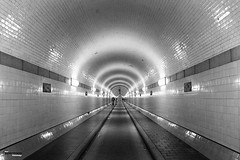 #tunnel #hamburg #architecture #archidaily #archdaily #archilovers #street #city #bw #bnw #blackwhite #blackandwhite #mono #monochrome #picoftheday #photooftheday