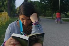 Soar despierto es cosa de prctica (Daniel Garca Palomar) Tags: libro harrypotter leyendo olaya relax parque parck zaragozaz danielgarciapalomar libros books