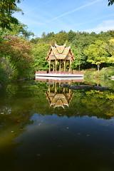 DSC_0354 (stacheltierchen) Tags: pagode buddah tempel religion reflection buddhismus travel gold munich nikon flickr