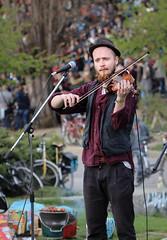 IMG_9650.jpg (Haikoder) Tags: berlin musiker band gitarre mauerpark violine geige akkordeon
