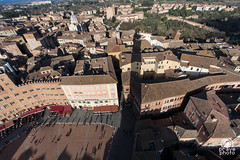Ombra della Torre su Siena (andrea.prave) Tags: italien shadow italy panorama tower square italia torre shadows place ombra ombre tuscany siena piazza toscana markt toscane italie mangia ombres toskana piazzadelcampo oscuridad   torredelmangia              discovertuscany visittuscany
