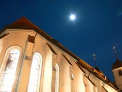 Der Mond über St. Cyriakus (shortscale) Tags: kirche 20060505 wiesensteig stcyriakus lebendigemittelalterlichestadtfuehrung hexengrafenbettlermoenche