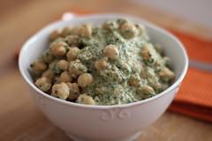 Gro de bico com molho de iogurte e espinafre (anaclara_luppi) Tags: vegetarian yogurt cumin spinach garbanzo chickpea grodebico iogurte espinafre comidavegetariana cominho