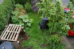 Looking Down on the Front Garden - May 2015 (basswulf) Tags: uk england garden unmodified lenstagged oxford compost pallets 32 1855mmf3556g frontgarden compostbin d40 3008x2000 permissions:licence=c image:ratio=32 normcres 201505 20150519 lookingdownonthegarden