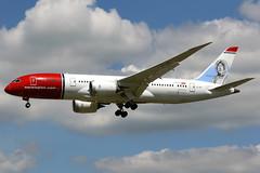 Norwegian Air Shuttle | Boeing 787-8 | LN-LNE | London Gatwick (Dennis HKG) Tags: norwegian norwegianairshuttle nax dy boeing 787 7878 boeing787 boeing7878 dreamliner aircraft airplane airport plane planespotting london gatwick egkk lgw lnlne canon 7d 70200
