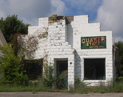 Abandoned (robgividenonyx) Tags: kentucky marioncounty abandonded quakerstate fillingststaion servicestation decay ruraldecay