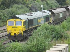 66524 waiting. (aitch tee) Tags: southwales freightliner walesuk diesellocomotive coaltrain 66524 aberthawpowerstation coalwagons