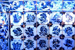 Fragmento de painel de azulejos com padro floral da Igreja da Ordem Terceira Secular de So Francisco da Bahia (marcusviniciusdelimaoliveira) Tags: arte igreja convento azulejo azulejos azulejaria secxvii azulejariaportuguesa