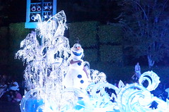 """Olaf in Paint the Night • <a style=""""font-size:0.8em;"""" href=""""http://www.flickr.com/photos/28558260@N04/28341874103/"""" target=""""_blank"""">View on Flickr</a>"""