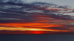 IMG_1974 A red curtain in the sky (Rodolfo Frino) Tags: paisaje landscape oceano ocean mar sea sol sun amarillo yellow rojo red violeta violet cielo sky nube cloud fulgor shinning shinningthrough resplandor shine sunshine rodolfofrino